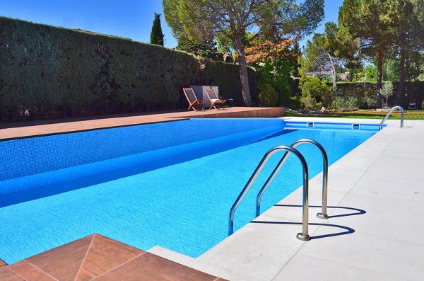 Foto piscina de cort arquitecto 782167 for Piscinas con depuradora baratas