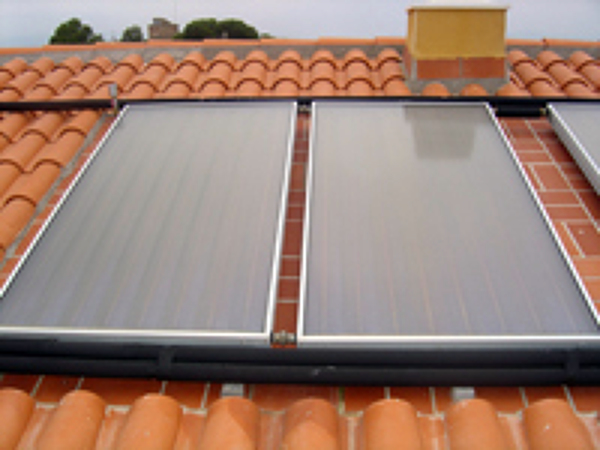 Foto placas solares de termia plus 472258 habitissimo for Placas solares barcelona
