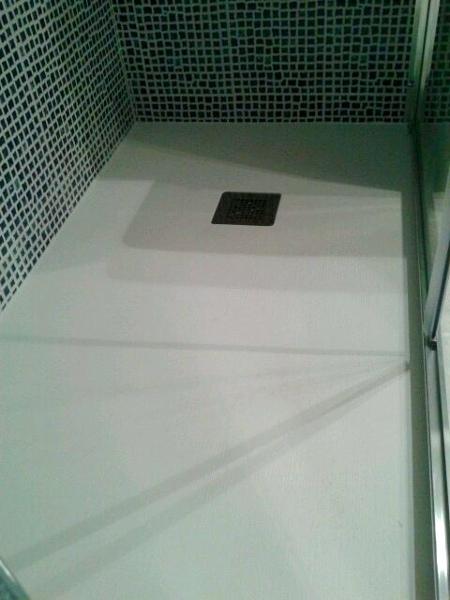 Foto plato de ducha ya colocado alicatado de innova for Ducha ya pamplona