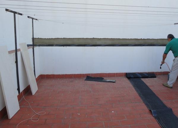 Foto proceso de colocaci n de tela asf ltica danosa para for Precio mano de obra colocacion tela asfaltica