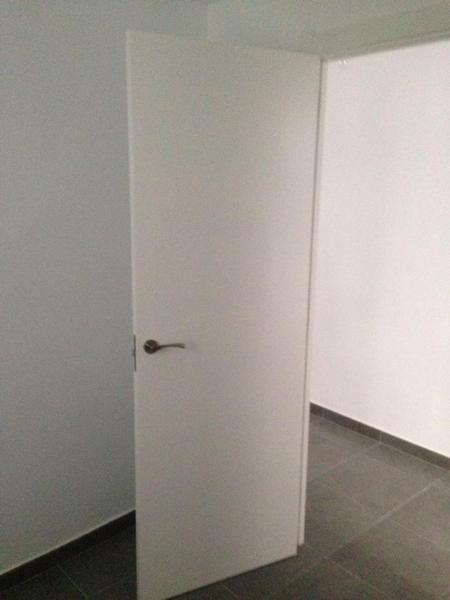 Foto puerta blanca lisa de obras y proyectos javier - Puertas lisas blancas ...
