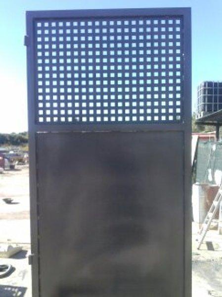 Foto puerta chapa perforada de reformas integrales julio - Puertas de chapa galvanizada precios ...
