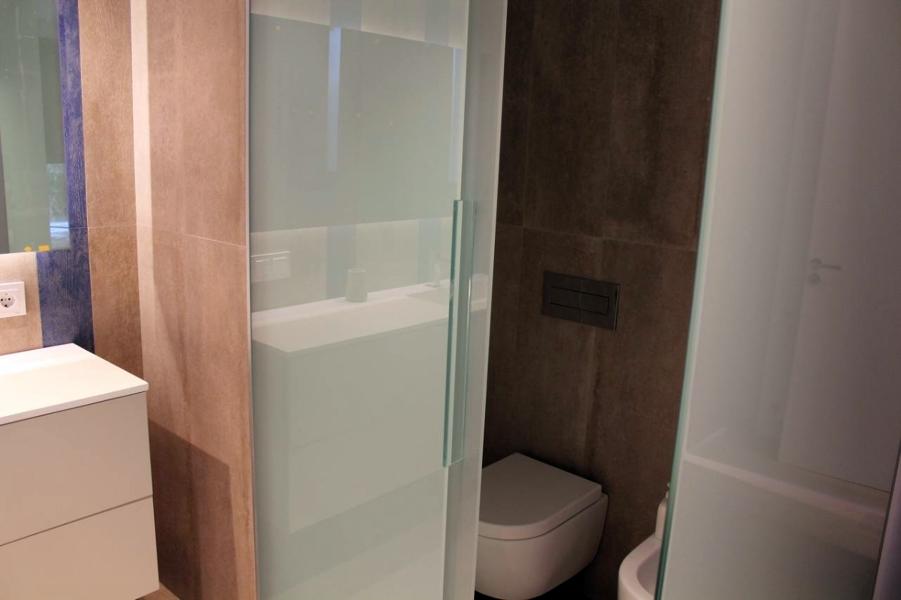 Foto puerta corredera de vidrio de espacios y proyectos - Puerta vidrio corredera ...