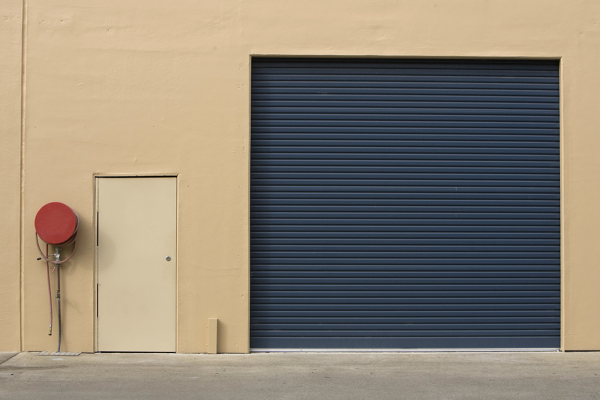 foto puerta garaje met lica azul de mahico soluciones