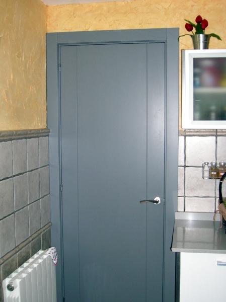 Foto puerta lacada cocina de fusta i jardi palau 140624 - Puerta abatible cocina ...