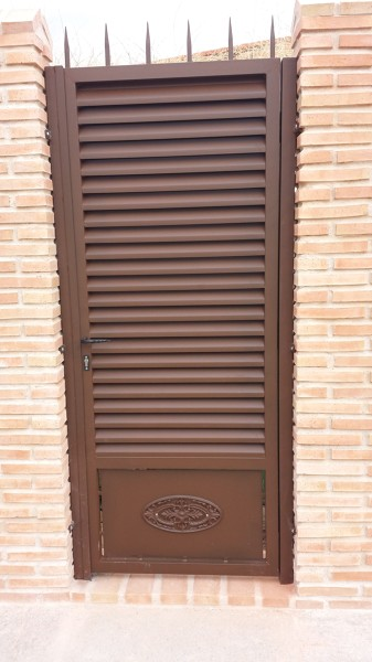 Foto puerta lama de cerrajeria toledo 1188635 habitissimo - Puerta de lamas ...