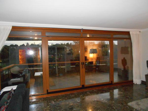 Foto puerta osciloparalela doble de ventanas climathermik for Puerta osciloparalela