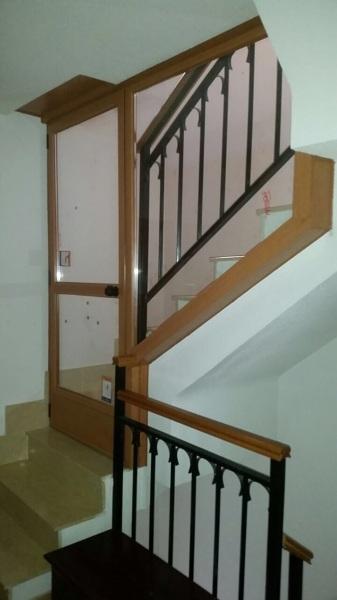 Foto puerta y ventana escalera de fergal aluminio pvc - Puertas de escalera ...