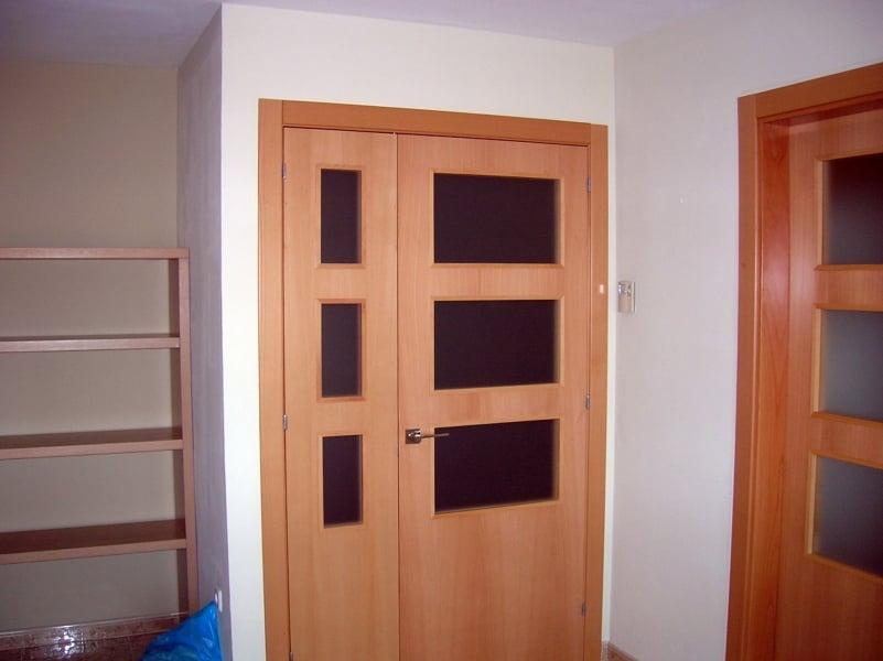 Foto puertas de haya vaporizada de fusta i jardi palau for Puertas prefabricadas precios