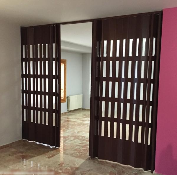 Foto puertas plegables de pvc de turisol decorlux for Cortina plegable pvc