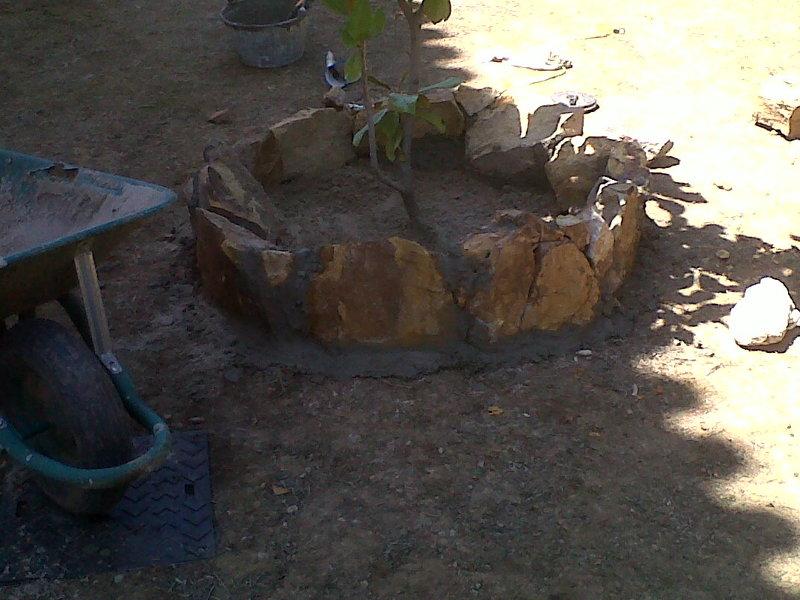 Foto realizacion de jardinera con piedra natural de for Jardineras de piedra natural