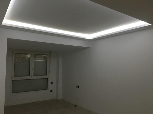 Foto reforma de vivienda techo foseado con luz indirecta de decoal interiores 1350465 - Luz indirecta techo ...