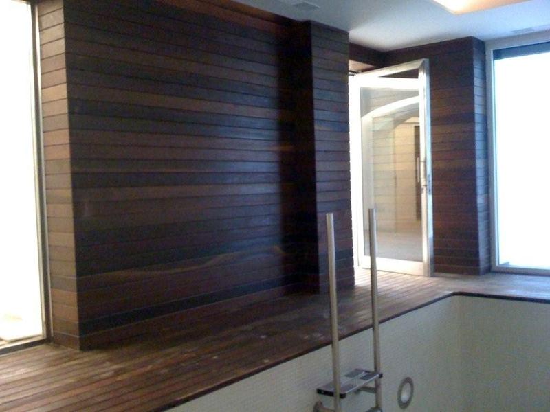 Foto revestimiento de las paredes de piscina interior de for Revestimiento pared interior