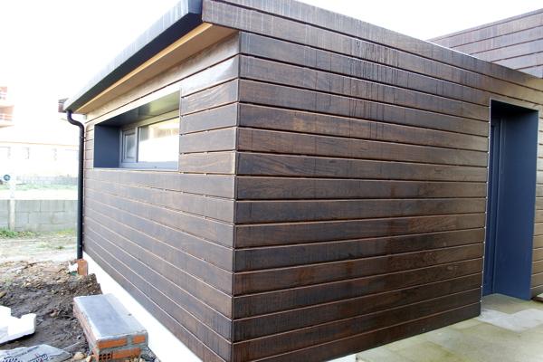 Foto revestimiento exterior con madera angel n pedra for Revestimiento exterior zinc