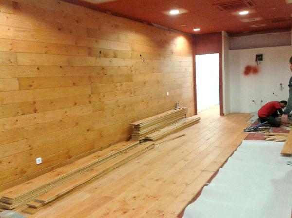 Foto revestimiento madera de grafotech 761614 habitissimo for Revestimiento interior madera