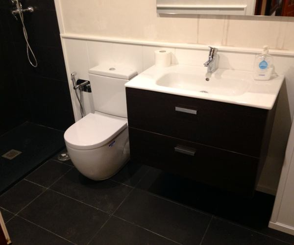 Foto revestimientos de saloni con sanitarios y muebles - Saloni banos ...