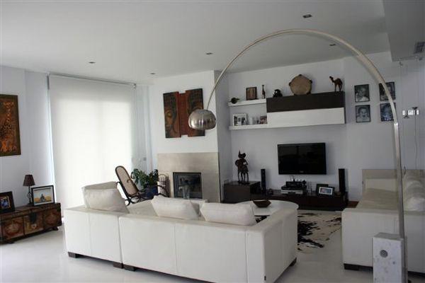 Foto salon chimenea de ibiza house proyectos y reformas - Salones modernos con chimenea ...