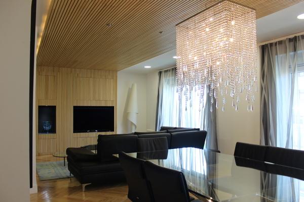 Foto salon muebles de salon techo de madera con luz led - Muebles de salon con luz led ...