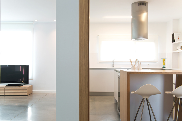 Foto separaci n entre el sal n y la cocina de blanes for Separacion entre cocina y comedor