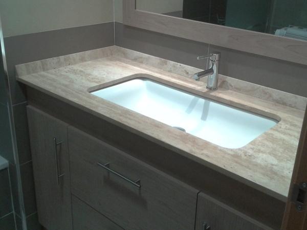 Foto sobre de lavabo en m rmol travertino de m rmoles for Imagenes de marmol travertino