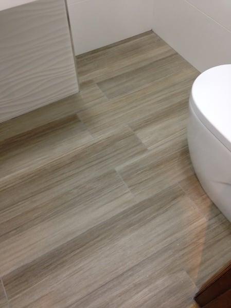 Foto suelo porcelanico imitaci n a madera de sector - Imitacion madera para fachadas ...