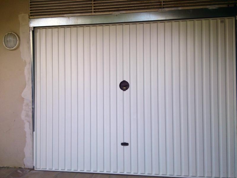 Foto sustituci n de puerta de garaje residencial de ferreter a y servicios segurvi 341436 - Motor de puerta de garaje ...