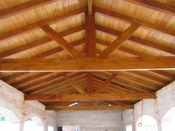 Foto techo a dos aguas con machimbrado de reformas lercos for Tejados de madera a dos aguas