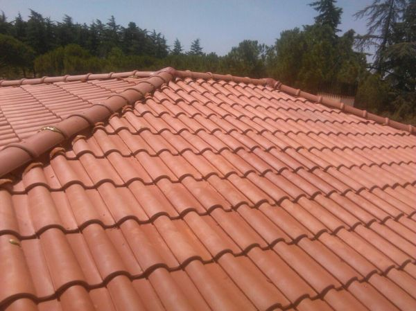 Foto tejado nuevo realizado en 4 aguas de stefan reformas for Tejados de madera a cuatro aguas