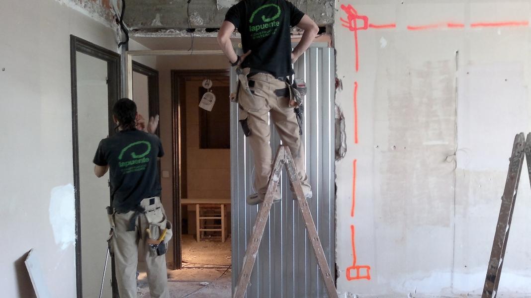 foto trabajos de pladur puerta corredera de obres i
