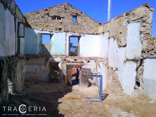 foto vaciado de la vivienda manteniendo las fachadas originales de tracera estudio habitissimo