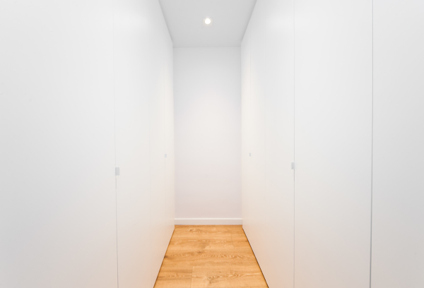 Vestidor con armarios en paralelo