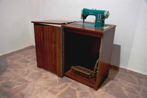 Foto viejo mueble maquina de coser de carpinteria for Diseno de muebles de maquinas de coser