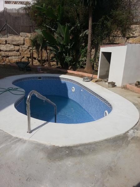 Foto vista piscina y cuarto de motores de multservicios - Motor de piscina ...