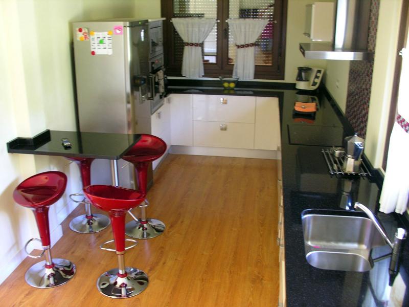 Foto vivienda unifamiliar cocina de construcciones - Construcciones benjoal ...