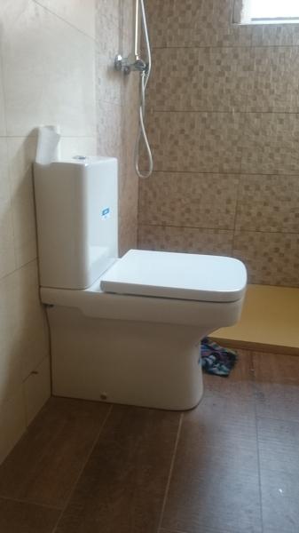Foto wc roca lama de reformas quijada 955240 habitissimo - Foto wc opgeschort ...
