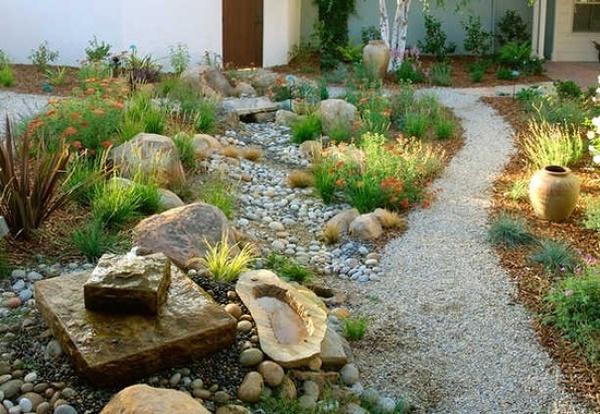 Foto xerojardiner a jardines con poca agua de lailol for Jardines que necesitan poca agua