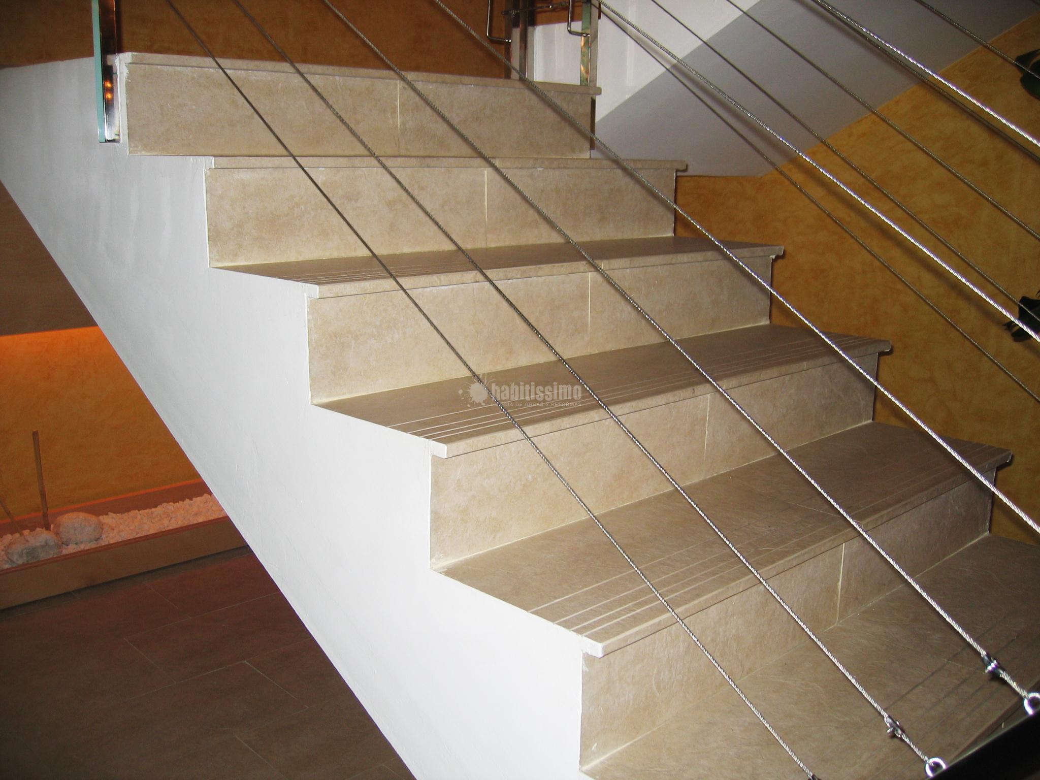 Escalera con pelda os porcel nicos ideas alba iles - Escaleras de peldanos ...
