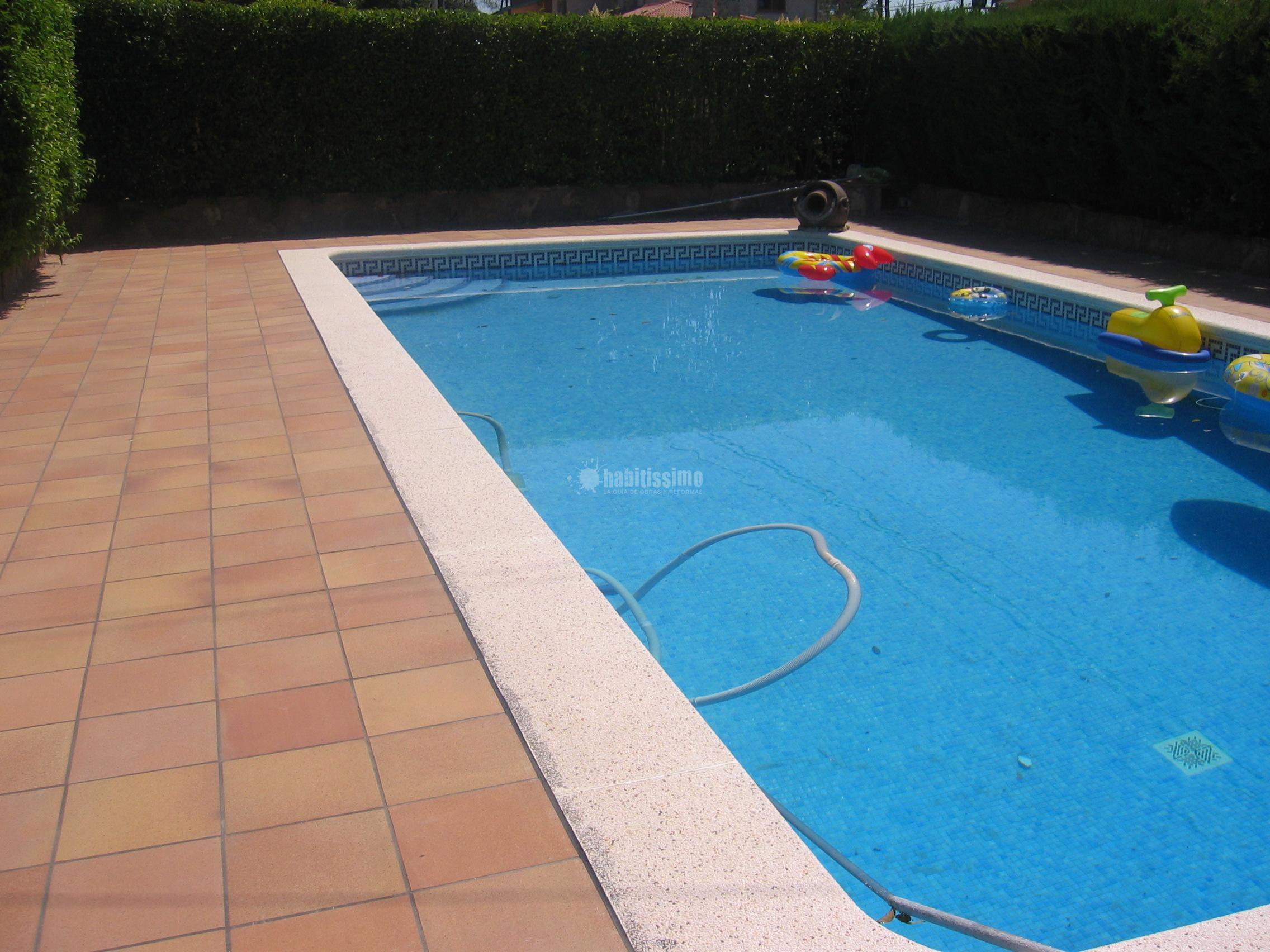 Colocaci n de gres alrededor de una piscina ideas for Se puede fumar en las piscinas