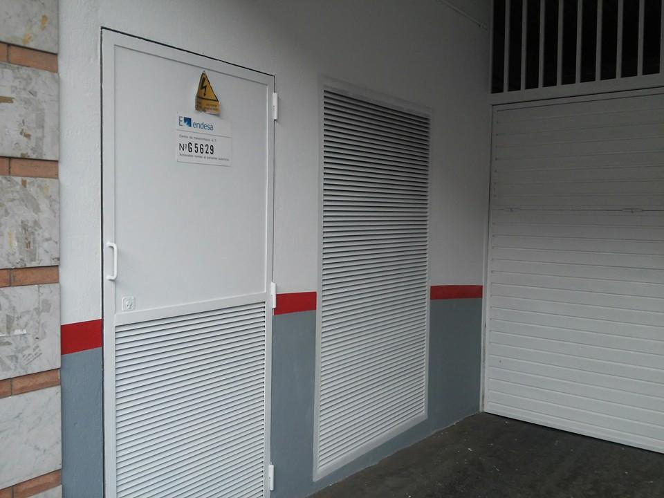 Pintado de paredes dos puertas medianas y puerta de - Proyecto puerta de garaje ...