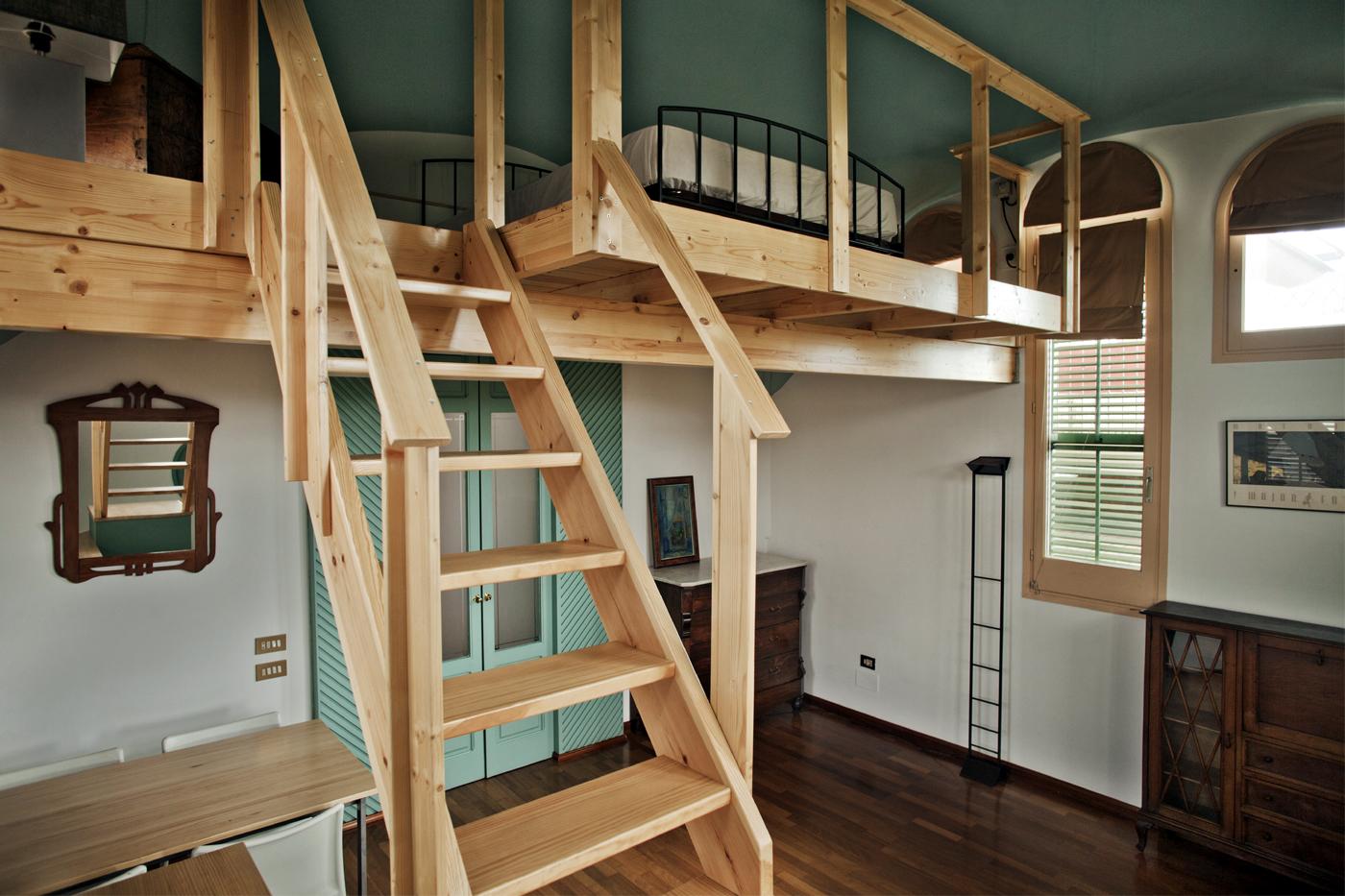 Un altillo en madera para un edificio modernista ideas - Construir altillo ...