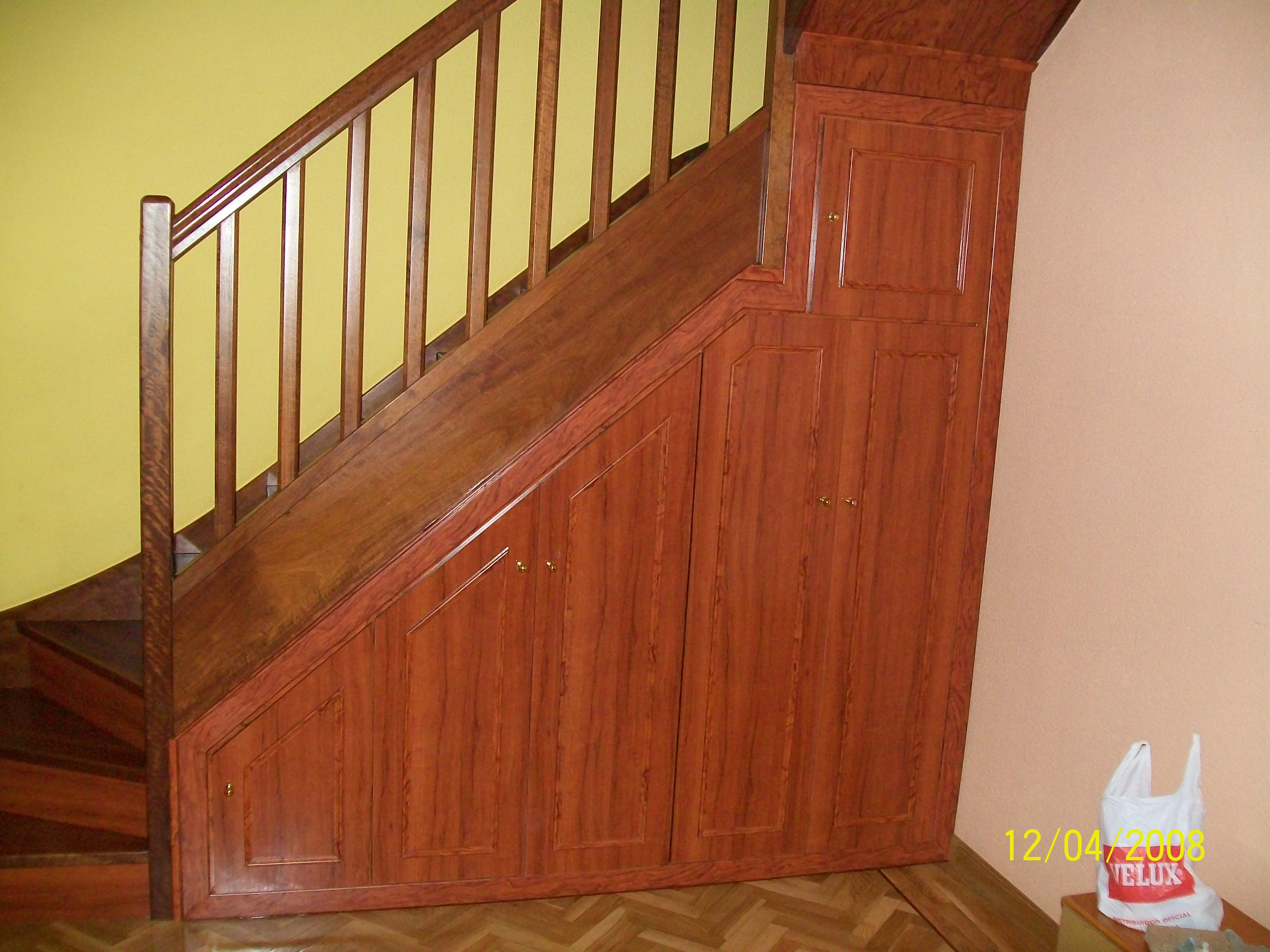 Armario bajo escalera proyectos armarios for Armario escalera