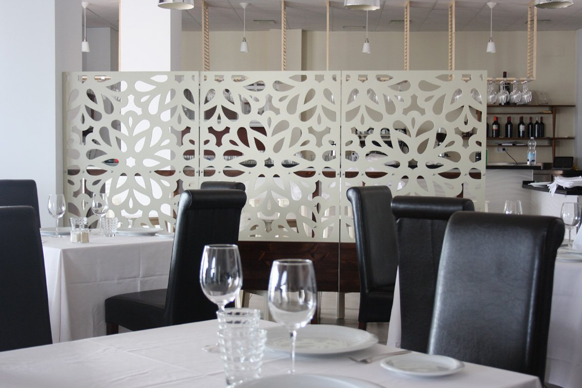 Celosia separacion sal n restaurante ideas art culos for Celosias para interiores