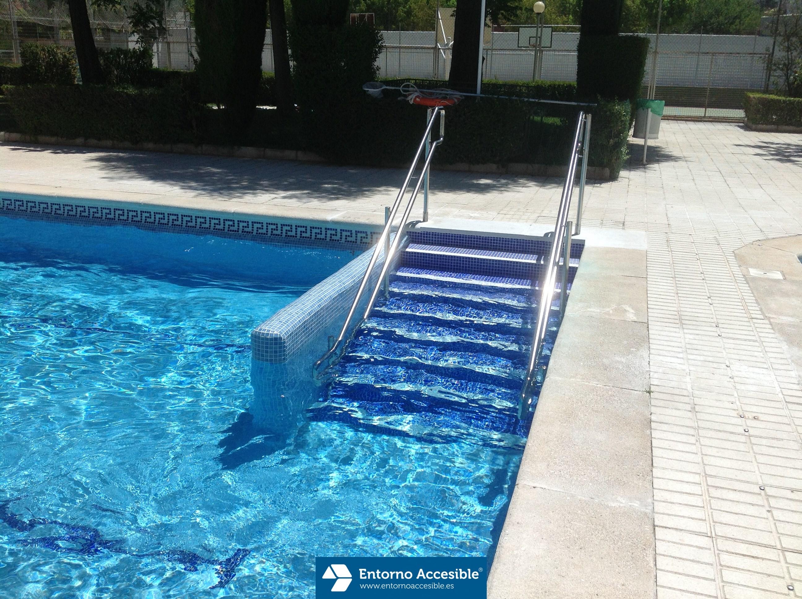 Construcci n de escalera accesible para acceso a piscina - Escaleras de piscina ...