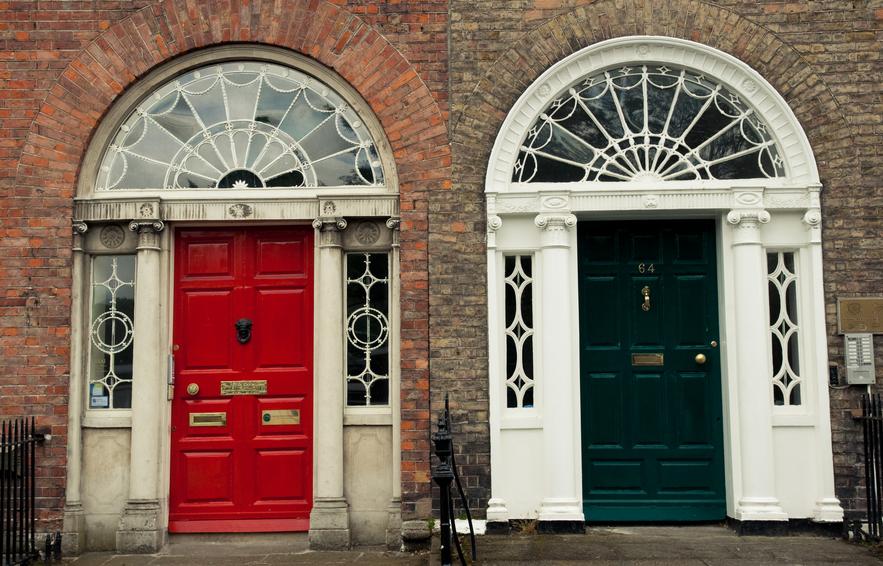 C mo pintar la puerta principal de casa ideas reformas for Como cambiar las puertas de casa
