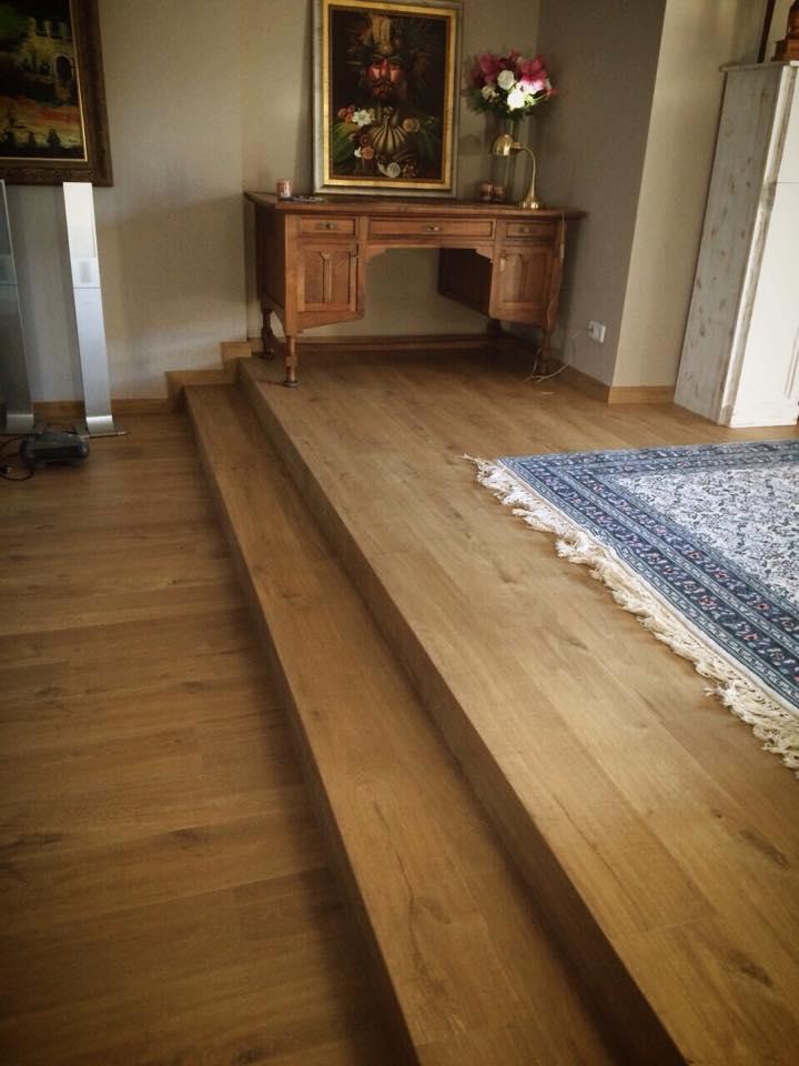Instalaci n parquet laminado con escaleras mecanizadas for Salones con parquet