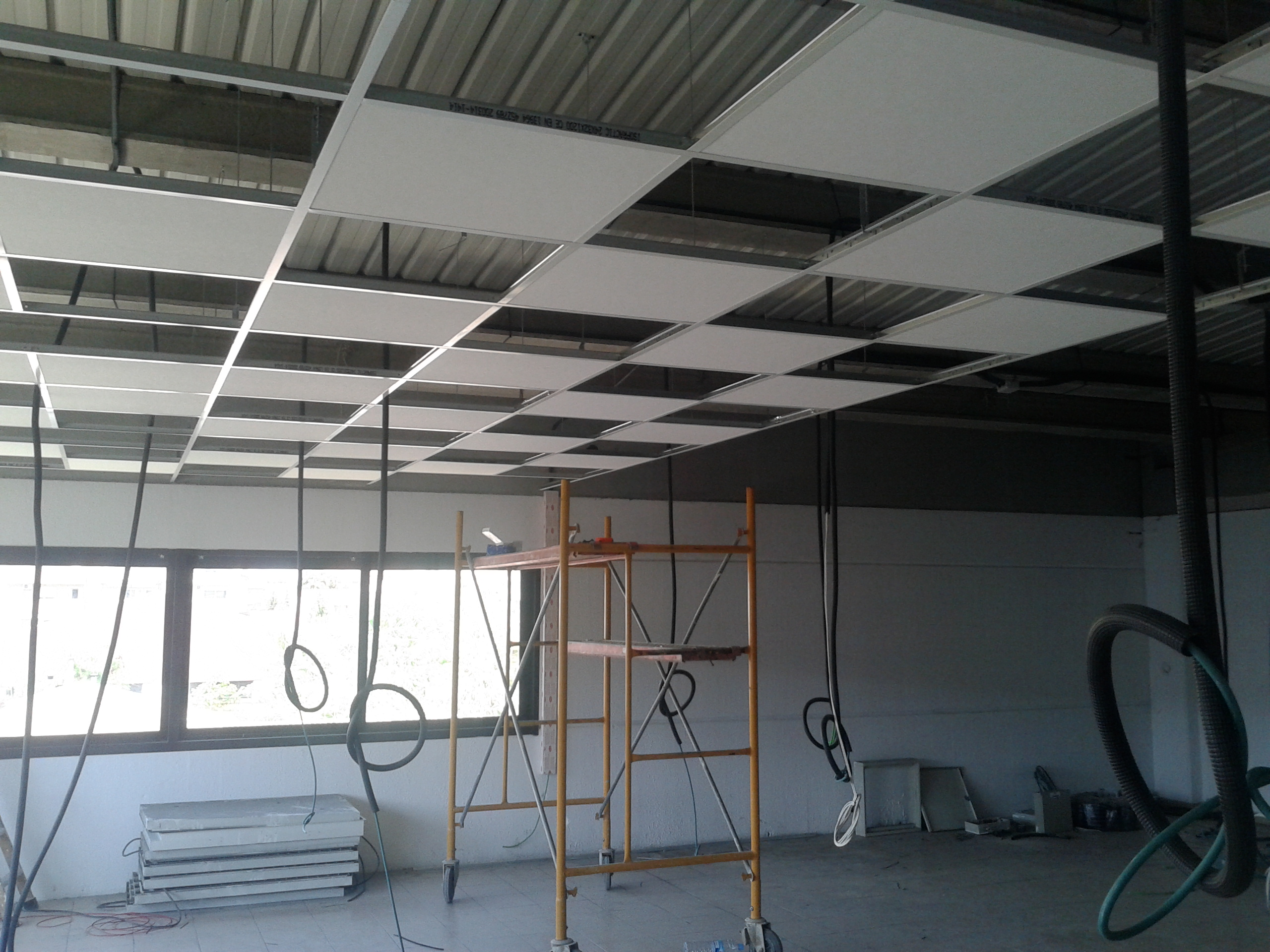 Falso techo y tabiqueria ideas pladur - Como hacer un falso techo ...