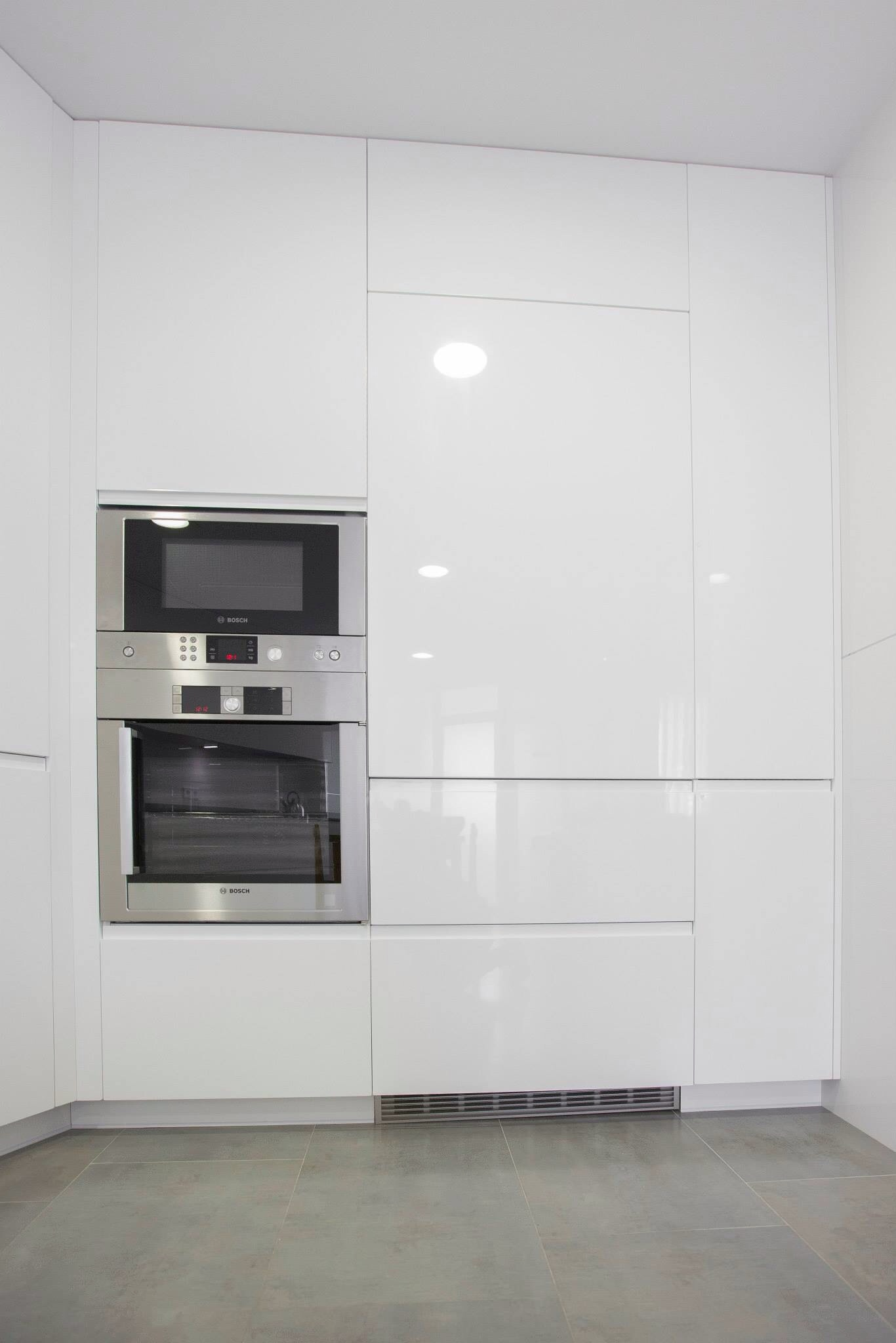 Montaje de cocina muebles lacados blancos brillo ideas - Montaje de cocina ...
