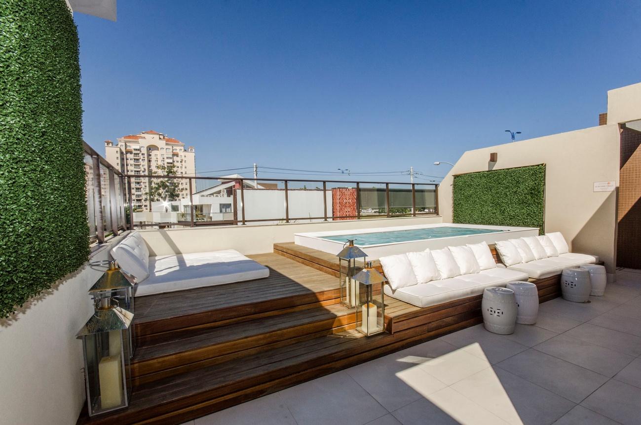 Las mejores terrazas con piscina del verano ideas decoradores - Como cerrar una terraza uno mismo ...
