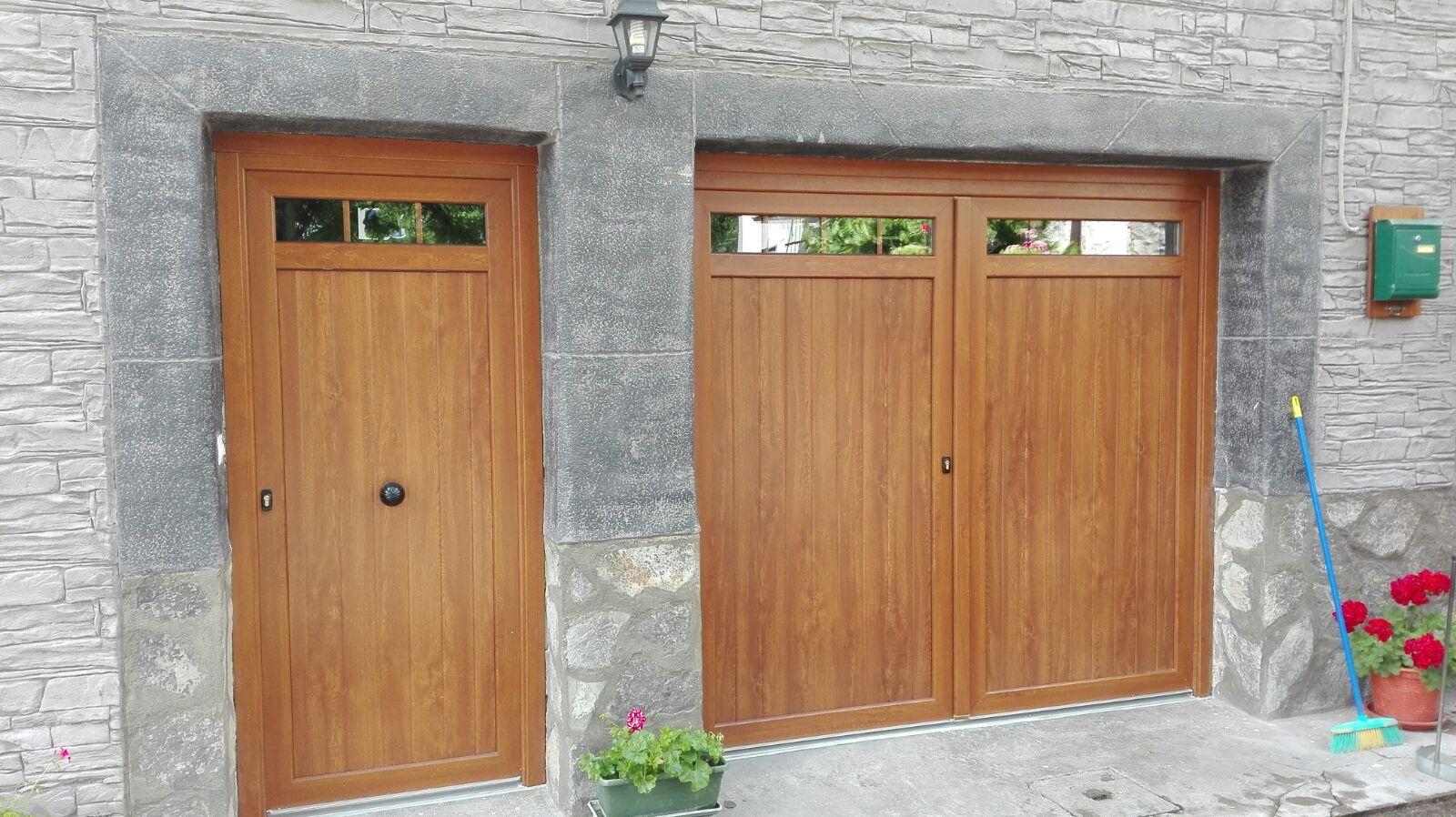 Puertas de entrada y garage en pvc embero en vizcaya for Casa para herramientas de pvc
