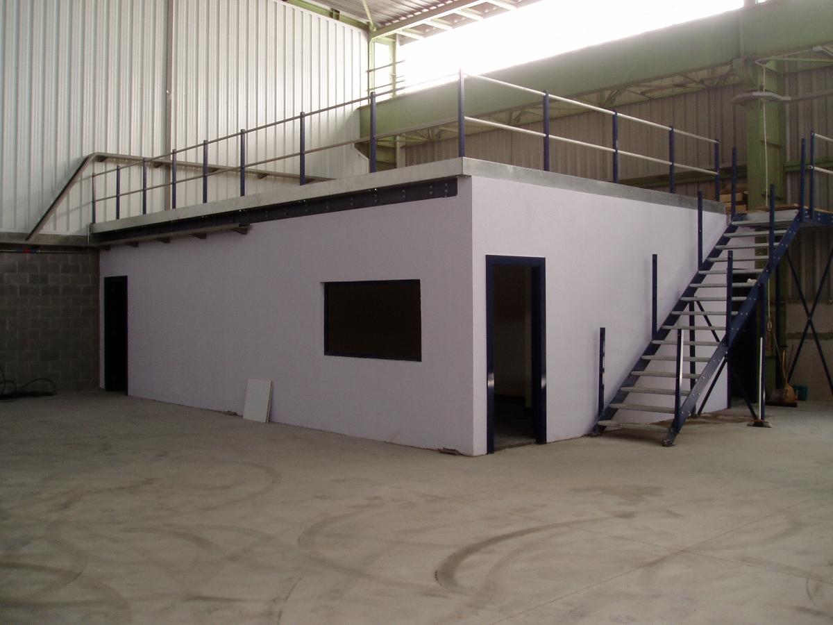 Vestuarios oficina y almac n en pabell n industrial for Oficina de proyectos de construccion